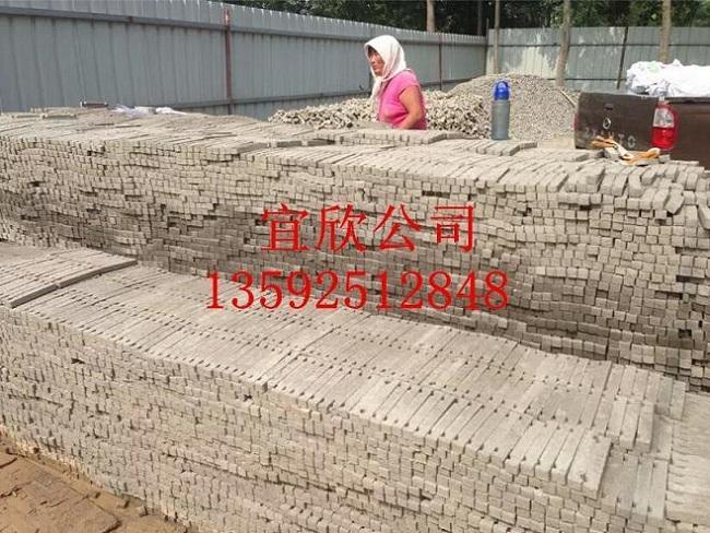 陕西宜欣3-15剪力墙支撑水泥垫块机客户砖厂现场